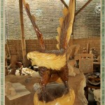 Patung Elang Kayu Trembesi Utuh