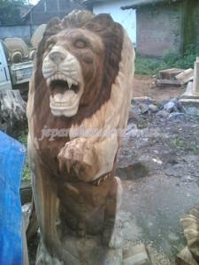 Patung Singa Berdiri