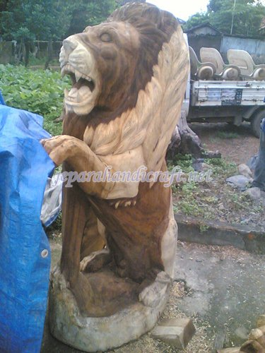 Gambar patung singa berdiri