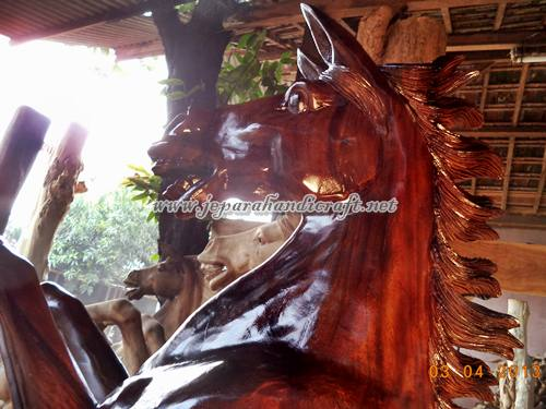 Gambar Patung Kuda Jingkrak