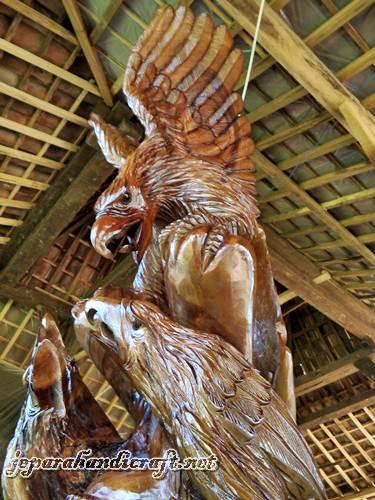 Gambar patung 3 elang1