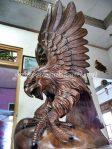 Patung Elang Kepala Tunduk