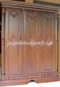 Gambar Lemari Pakaian Jati Pintu 3 Peluru 207x300
