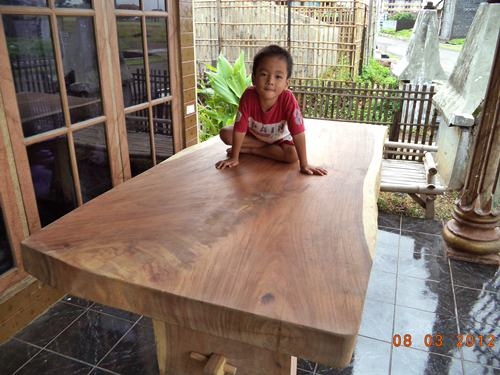 Gambar Meja Makan Trembesi Solid Wood 2MX1M Tebal 10 Cm 1