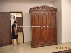 Gambar Lemari Pakaian Jati Pintu 3 Rahwana 4 300x225