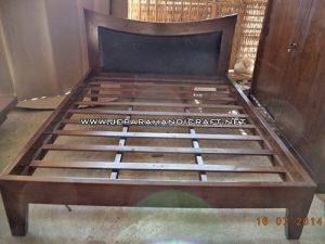 Gambar Tempat Tidur Minimalis Jati Tanduk 3 300x225