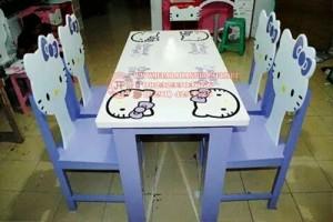 Meja Makan Hello Kitty Modern