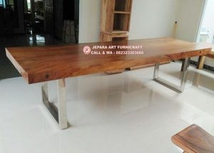 Meja Makan Solid Trembesi Kaki Stainless 3 Meter Alami