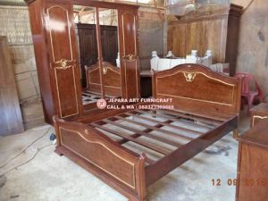 Set Kamar Tidur Mewah Klasik Barnini Oseo