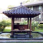Gazebo Minimalis Kelapa Di Atas Kolam Taman