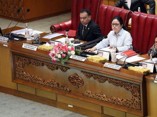 Jual Meja Sidang Pimpinan DPR RI Jakarta Jepara